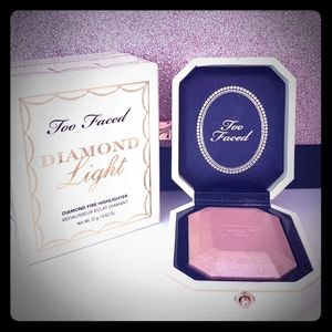Too faced Highlighter-SOLD